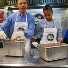AP_barack_obama_sasha_dc_central_kitchen_jt_140120_16x9_608
