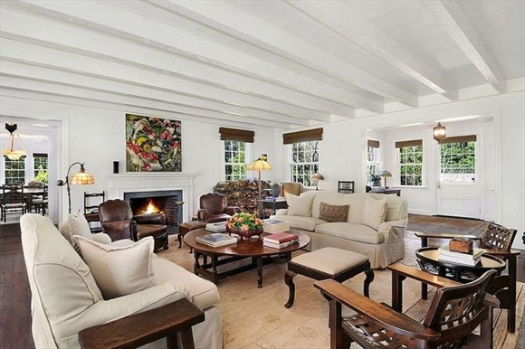 the-home-has-6500-square-feet-and-a-few-fireplaces