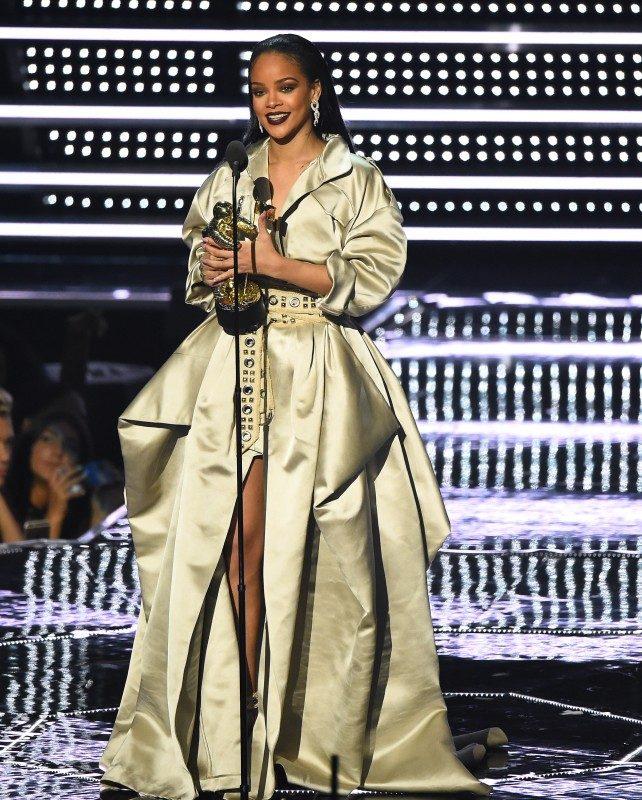 Rihanna VMAs 2016_AP Images