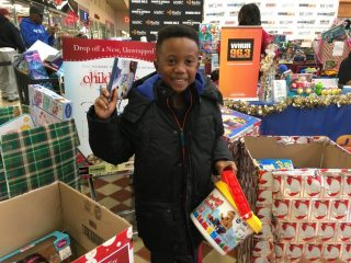 2016-childrens-toy-drive-15