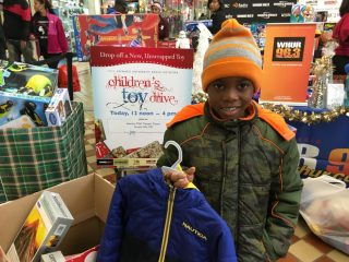 2016-childrens-toy-drive-8